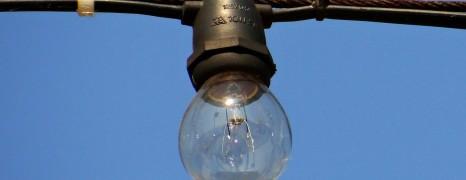 Sådan hænger man lamper op